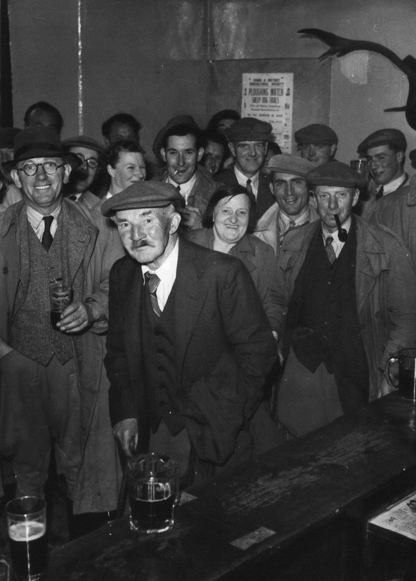 pint at the rest and be thankful on market day in the late 1940s courtesy Roger Webber